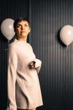 Młoda Szczęśliwa rodowity amerykanin kobieta Patrzeje Up Fotografia Stock