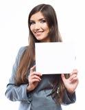 Młoda uśmiechnięta biznesowej kobiety chwyta deska, biały tło port Obrazy Royalty Free