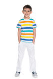 Młoda uśmiechnięta chłopiec w białych spodniach obraz royalty free