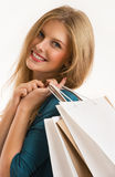 Młoda uśmiechnięta kobieta z torba na zakupy odizolowywającymi Zdjęcia Royalty Free
