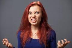 Młoda wściekła kobieta zdjęcia stock
