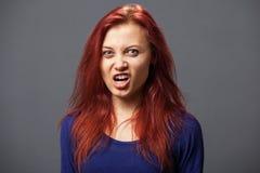 Młoda wściekła kobieta zdjęcia royalty free