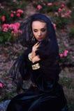 Młoda wdowa jest ubranym czarną przesłonę Zdjęcia Royalty Free