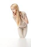 Młoda z podnieceniem kobieta patrzeje sklepowego okno Obraz Royalty Free