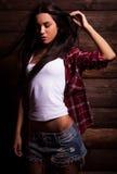 Młoda zmysłowa & piękno kobieta w przypadkowych ubraniach Zdjęcia Stock