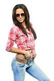 Młoda zmysłowa wzorcowa dziewczyny poza w pracownianym jest ubranym okulary przeciwsłoneczni isola Zdjęcia Stock
