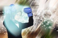 Młode agresywne kobiety jest ubranym bokserską rękawiczkę nad plama ruchu tłem Obrazy Stock