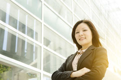 Młode Azjatyckie biznesowej kobiety ręki krzyżować Zdjęcia Royalty Free