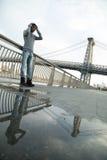 Młode, czarne modniś pozy dla szczerej fotografii w NYC, Zdjęcia Stock