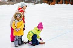 Młode dziewczyny bawić się fryzowanie fotografia royalty free