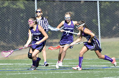 Młode Dziewczyny Bawić się Lacrosse Zdjęcia Stock