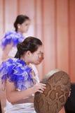 Młode dziewczyny bawić się snakeskin bębeny Fotografia Royalty Free