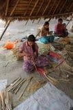 Młode dziewczyny robią bambusowym fan Obraz Royalty Free