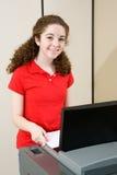 młode kobiety głosowania obraz royalty free