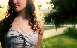 Młode kobiety outdoors w lecie, pełna twarz, Obraz Royalty Free