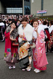 młode pełnoletnie nadchodzące japońskie kimonowe kobiety Zdjęcia Royalty Free