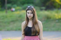 Młode piękne dziewczyn przedstawień emocje zachwycają przyjemności błogość obrazy royalty free