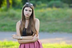 Młode piękne dziewczyn przedstawień emocje zachwycają przyjemności błogość obrazy stock