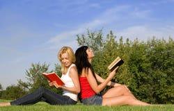 młode read książkowe kobiety obrazy stock