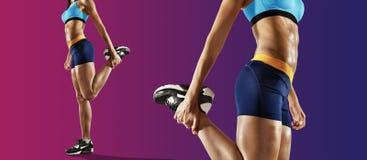 Młode sprawności fizycznej kobiety rozciągania nogi odosobniony zdjęcie stock