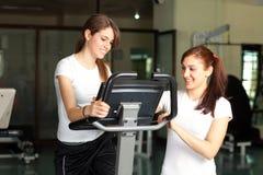 młode szczęśliwe gym TARGET1529_0_ kobiety Zdjęcie Royalty Free