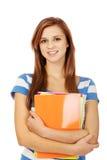 Młode uśmiechnięte nastoletnie kobiety mienia książki obrazy stock
