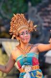 Młodego balijczyka żeński tancerz wykonuje tradycyjnego tana zdjęcie royalty free