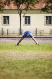 Młodego człowieka ćwiczyć plenerowy Obraz Royalty Free