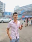 Młodego człowieka śmiech fotografia royalty free
