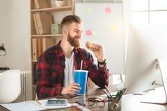 Młodego człowieka architekt pracuje w biurowym ocuupation Fotografia Royalty Free