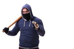 Młodego człowieka chuligan z kijem bejsbolowym odizolowywającym na bielu Zdjęcia Stock