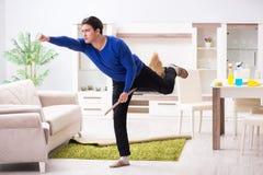 Młodego człowieka cleaning podłoga z miotłą zdjęcie royalty free