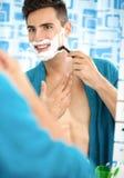Młodego człowieka golenie Obrazy Stock