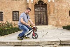 Młodego człowieka i berbecia rower Obraz Stock