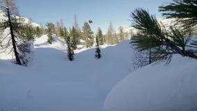 Młodego człowieka jazda na snowboardzie Sporta tło sport na śnieg na zimę zdjęcie royalty free