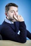 Młodego człowieka marzycielski czekanie Zdjęcia Stock