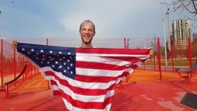 Młodego Człowieka mienia amerykanina flaga państowowa Zdjęcie Stock