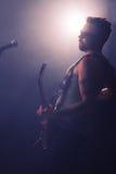 Młodego Człowieka Rockowy koncert fotografia royalty free