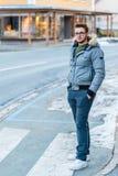 Młodego człowieka skrzyżowanie fotografia stock