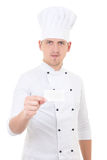 Młodego człowieka szef kuchni odwiedza kartę odizolowywającą w jednolitym pokazuje pustym miejscu Obraz Royalty Free