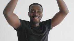 Młodego modnisia przystojnego afroamerican murzyna hip hop dancingowy styl zbiory wideo