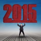 Młodego pracownika udźwig liczba 2015 Zdjęcie Royalty Free