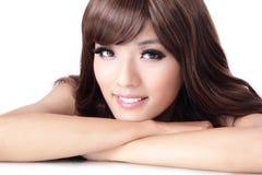 Młodej ładnej kobiety Uśmiechnięta twarz Zdjęcia Stock
