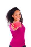 Młodej amerykanin afrykańskiego pochodzenia kobiety zgrzywiony włosy Zdjęcie Royalty Free