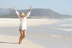 Młodej damy odświętność na plaży Obraz Royalty Free