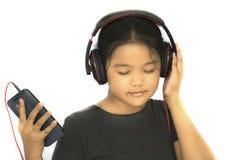 Młodej damy słuchająca piosenka fotografia royalty free