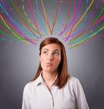 Młodej dziewczyny główkowanie z kolorowym abstraktem wykłada koszty stałe Obrazy Royalty Free