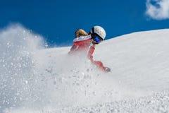 Młodej dziewczyny narciarstwo obrazy royalty free