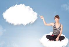 Młodej dziewczyny obsiadanie na chmurze i główkowaniu abstrakcjonistyczny mowy bubb Obrazy Stock