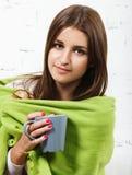 Młodej dziewczyny odczucie herself zimny Fotografia Royalty Free
